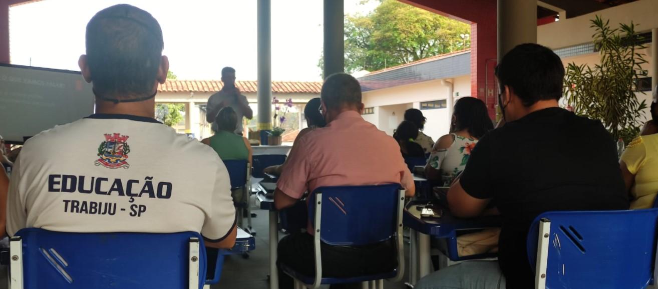 Professores durante o curso de capacitação em Trabiju