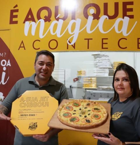 Casal se arrisca em meio a crise e pizzaria vira case de sucesso