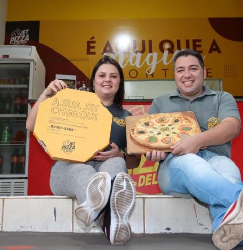 Jet Pizza reflete o sonho de um casal que jogou carreiras estáveis para o alto para apostar em seus sonhos