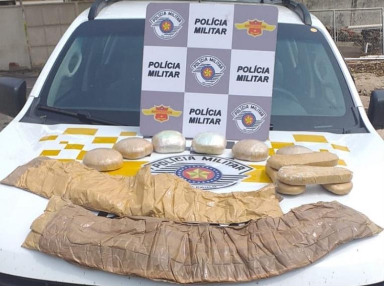 Polícia encontra drogas que estavam escondidas pelo corpo de bolivianas