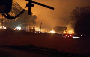 Incêndio de grandes proporções avança para propriedades rurais em Trabiju