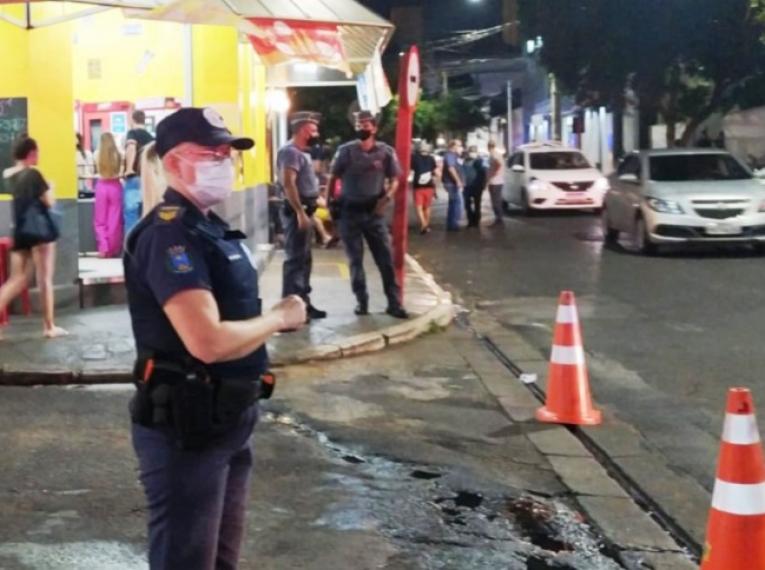 Prefeitura faz operação na Rua 6 e aplica mais de 20 multas