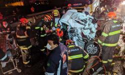 VEJA VÍDEO: Resgate dramático após engavetamento na Rodovia Washington Luís; quase 10 veículos