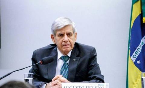 Augusto Heleno, ministro do Gabinete de Segurança Institucional, divulga foto com seus dados pessoais e internet não perdoa