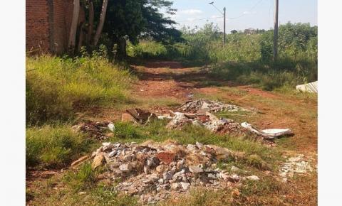 Moradores do Jardim Santa Clara e do Parque Gramado reclamam de descarte irregular de lixo