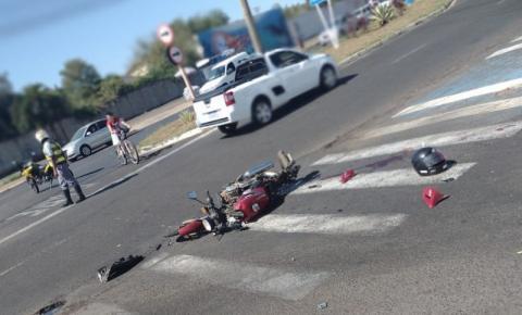 Acidente grave deixa motociclista ferido na Avenida Maurício Galli