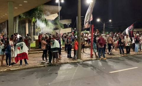 Torcedores do São Paulo promovem aglomeração na Bento de Abreu após título paulista