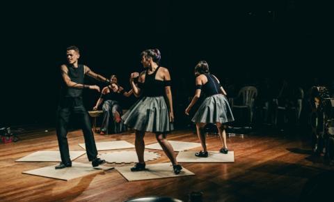 Cia Pé na Tábua promove encontro entre profissional da audiodescrição e artistas interessados em criar espetáculos mais acessíveis
