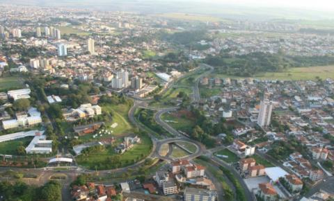 Sem lockdown, São Carlos tem 100 mortes a menos do que Araraquara, diz vereador