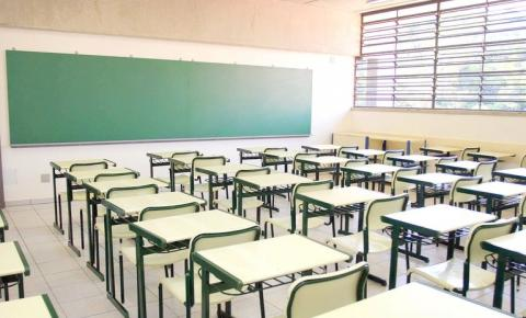 Governo de SP libera volta presencial em faculdades e publica novas regras para ensino básico