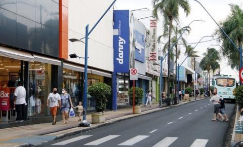 Decreto que flexibiliza comércio só sairá na quinta, diz Edinho Silva