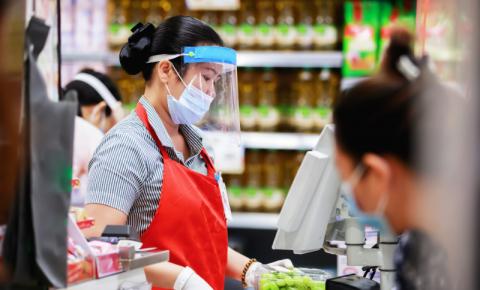 Segurança de supermercado é agredido, após chamar atenção de cliente com máscara no queixo