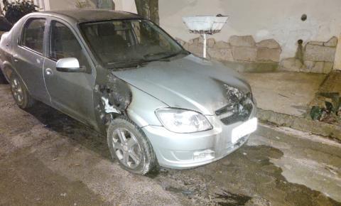 Carros são incendiados em Américo Brasiliense