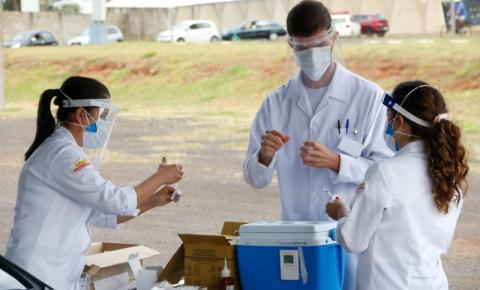 Confira quem pode se imunizar contra a Covid-19 nesta quinta-feira (22)