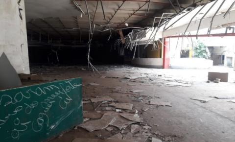 Vereador cobra medidas sobre abandono do prédio do antigo Tropical Shopping