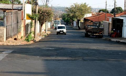 Rua de grande movimento da Vila Xavier precisa de reforço na sinalização, afirma vereador
