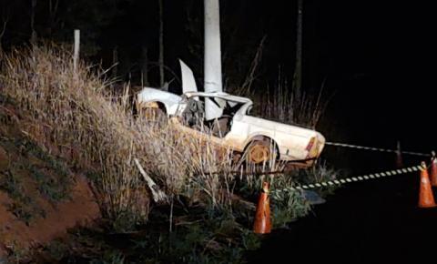 Motorista morre após carro bater em poste em Araraquaea