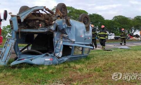 Batida entre caminhão e perua deixa 10 feridos na Washigton Luís