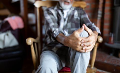Conheça os benefícios da estimulação elétrica transcraniana em pacientes com fibromialgia e dor crônica